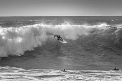 In the middle of the road (.KiLTRo.) Tags: cobquecura regióndelbíobío chile cl kiltro mar sea océano ocean agua water ola wave gente people surfer surf surfing buchupureo jessefaen
