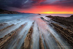 MEMENTO (Obikani) Tags: zumaia itzurun gipuzkoa euskadi basquecountry landscape seascape sunset flysch color clouds colorful vanishing beautiful canonikos