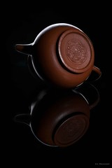 Chinese tea pot bottom side (Claus Preuschoff) Tags: tabletopphotography stilllife strobistflashstilllife strobe nikon nikkor35f18 studiophotography
