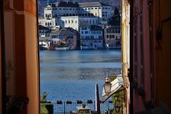 Una finestra su... l'isola di San Giulio. (ornella sartore) Tags: lago orta isola colori natura allaperto particolari finestre