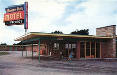 Aire Motel, Niagara Falls, Ontario (SwellMap) Tags: postcard vintage retro pc chrome 50s 60s sixties fifties roadside mid century populuxe atomic age nostalgia americana advertising cold war suburbia consumer baby boomer kitsch space design style googie architecture