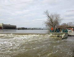 Sixth Street Park (PPWIII) Tags: grandrapids flood river grand dam sixth street bridge st park ramp