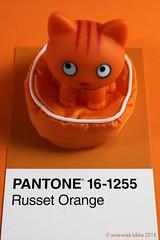 PANTONE 16-1255 Russet Orange (Anne-Miek Bibbe) Tags: pantone kleuren pantonekleuren pantonecolors couleurs farben colori colores cores 161255 pantone161255 russetorange oranje orange arancione naranja laranja toy speelgoed plastic cat kat poes brinquedo gato kitty plástico juguete gatito plastica gattino gatto giocattolo kunststoff