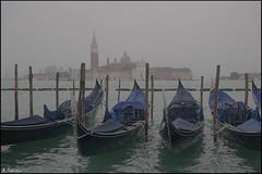 Entre la niebla. (antoniocamero21) Tags: góndolas laguna mar niebla paisaje marina color foto sony venecia italia maggiore giorgio san basílica