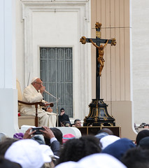 Pope Francis giving Catechesis (Lawrence OP) Tags: pope francis rome general audience teaching catechesis uigsefse scoutsdeurope