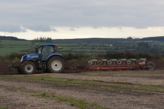 New Holland T7.210 Tractor with a Kverneland 6 Furrow Plough (Shane Casey CK25) Tags: new holland t7210 tractor kverneland 6 furrow plough ballynoe cnh nh newholland ploughing turn sod turnsod turningsod turning sow sowing set setting tillage till tilling plant planting crop crops cereal cereals county cork ireland irish farm farmer farming agri agriculture contractor field ground soil dirt earth dust work working horse power horsepower hp pull pulling machine machinery nikon d7200 blue