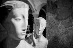 L'Annunciazione (Roberto Spagnoli) Tags: sculpture art annunciazione annunciation biancoenero blackandwhite verona monocromo maria religion