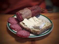 Erwischt - Husbands Lunch (Sockenhummel) Tags: wurst käse mettwurst brötchen frühstück breakfast explored fluidr today'sexplore inexplore explorer explore appleiphone6s snapseed