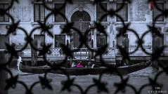 Gondola from Decorative Window (ulibelli) Tags: venice venezia venecia veneza venise venedig венеция مدينةالبندقية 威尼斯 वेनिस ベニス