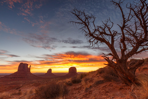 A breathtaking Sunrise in Monument Valley