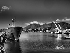 The Enigma X (jan-krux photography - thx for 2.5 Mio+ views) Tags: enigmax capetown kapstadt southafrica suedafrika south atlantic suedatlantik hafen schiff yacht luxus wasser boot vessel dramatic tone dramatisch bw olympus omd em1mkii berg tafelberg tablemountain