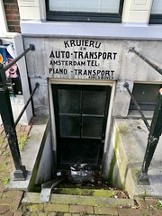 Amsterdam 2018 – Kruierij en auto-transport (Michiel2005) Tags: kruierij autotransport souterrain ingang trap stairs amsterdam nederland netherlands holland