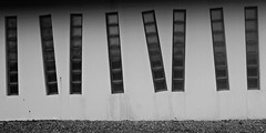 10 - De guingois (melina1965) Tags: 2018 janvier january bourgogne saôneetloire saintvallier burgondy nikon coolpix s3700 noiretblanc blackandwhite bw façade façades fenêtre fenêtres window windows