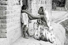Mother and Child .. Navadhi India (geolis06) Tags: geolis06 asia asie inde india bihar navadhi village portrait street rue famille family mother maman mère child olympuspenf olympusm1240mmf28 noiretblanc blackandwhite
