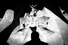 Barcelona (SinoLaZZeR) Tags: 加泰罗尼亚 西班牙 巴塞罗那 圣家堂 黑白 街头摄影 宗教 人影 人物 barcelona sagrada familia katalonien catalonia spain spanien street streetphotography streetlife schwarzweiss church religion fujifilm fuji finepix xpro2 blackwhite blackandwhite bw 教堂 xf