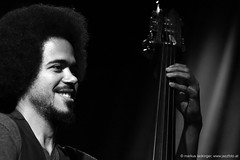 Zacharie Abraham: double bass (jazzfoto.at) Tags: wwwjazzfotoat wwwjazzitat jazzitsalzburg jazzitmusikclubsalzburg jazzitmusikclub jazzfoto jazzphoto markuslackinger jazzinsalzburg jazzclubsalzburg jazzkellersalzburg jazzclub jazzkeller jazzit2018 jazz jazzsalzburg jazzlive livejazz konzertfoto concertphoto liveinconcert stagephoto greatjazzvenue downbeatgreatjazzvenue salzburg salisburgo salzbourg salzburgo austria autriche blitzlos ohneblitz noflash withoutflash sony sonyalpha sonyalpha77ii alpha77ii sonya77m2 portrait retrato portret concert konzert concerto concierto a77m2 pretoebranco