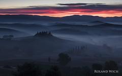 Belvedere (Rolandito.) Tags: europa europe italia italy italien italie toscana val dorcia sunrise morning mist podere belvedere san quirico fall autumn herbst