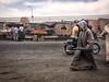 Chilaba (II) / Djellaba (II) (jfraile (OFF/ON slowly)) Tags: marrakech chilaba calle mercado fruta moto djellaba street market fruit motorbike jfraile javierfraile iphone6