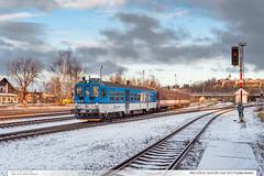 842.035-8 | Os3126 | trať 323 | Frýdek-Místek by jirka.zapalka - Motorový vůz 842.035-8 jede (8.29)v čele soupravy osobního vlaku Os3126, který bude zastavovat ve stanici Frýdek-Místek. Vlak míří z výchozí stanice Ostrava – hlavní nádraží (7.51) do cílové stanice Věřovice (9.13).