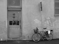 Tomtegatan, Gårda, Göteborg, 2011 (biketommy999) Tags: göteborg 2011 biketommy biketommy999 sverige sweden svartvitt blackandwhite gårda