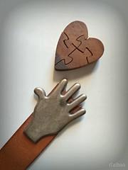Broken heart (Franco D´Albao) Tags: francodalbao dalbao huaweipralx1 mano hand corazón heart roto broken