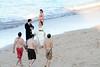 rodeados (M. Martin Vicente) Tags: paseo rodeados playadesanlorenzo novios
