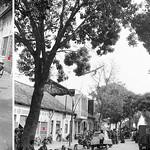 Tết Mậu Thân 1968, Saigon - Kéo xác VC ra khỏi tòa nhà Nha Vô Tuyến Truyền thanh  (Đài phát thanh Saigon) thumbnail