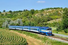 """754.013, 29.8.2017 by KubinTrains - Brejlovec 754.013, působící jako záložní lokomotiva v provozní jednotce Veselí nad Moravou, bývá nasazována především namísto turnusové řady 750.7 na """"Slováckých expresech"""". Záběr z 29.8.2017 před zastávkou Havřice dokazuje tuto skutečnost, kdy se třináctka objevila v čele Rx 887 """"Bouzov"""" z Olomouce do Luhačovic."""
