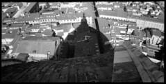 Around the Florentine Cathedral (Giorgio Verdiani) Tags: belair 612 x belairx612 trailblazer film pellicola biancoenero blackandwhite bn bw kodak tmax 100asa 100iso mediumformat medioformato lomography lomo 120 rollfilm rullo firenze florence tuscany toscana italy italia menatworks lavoriincorso cathedral cattedrale santamariadelfiore duomo marbles marmi dome cupola shadow ombra roofs tetti architecture architettura urban urbano town city città