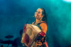 (adriana-sanchez) Tags: sanfona sanfoneira girl accordion accordiongirl sanfoneiro hohner pianista key tar keyboard happy love music brazilianmusic cantora singer barradasaia caipira luizgonzaga forró