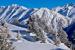 Pure snow (sylviafurrer) Tags: winter schnee snow mountain berge blau blue white weiss landschaft landscaüe wallis valais switzerland