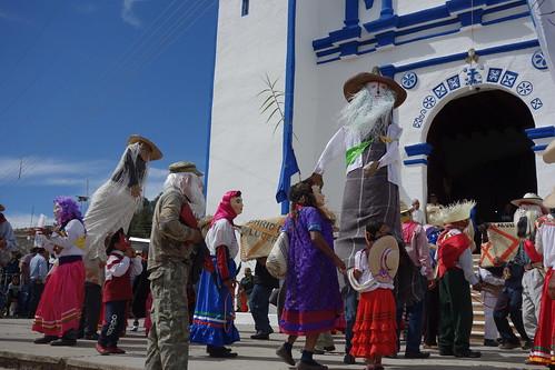 Juste avant la procession, devant l'église