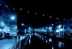 Luci sui Navigli (BBIANCA18) Tags: milano navigli pioggia blu luci