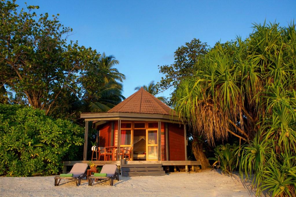 Komandoo Jacuzz Beach Villa Exterior