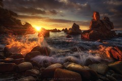 Bis dat qui mane dat! (Blai Figueras) Tags: costabrava sky panorama agua seascape water sunbeams horizon sunrays amanecer sunrise atmosphere dawn coast seaside colours longexposure stones lloretdemar le paraiso rocas sun paradise beach sea paisaje flickr clifts naturaleza eden playa splash nature costa cielo mar landscape clouds rocks