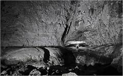 Entrée de la grotte Sarrazine , en nocturne (Guy Decreuse 25) Tags: grotte sarrazine nans sous sainte anne lison loue jura karst creux billard