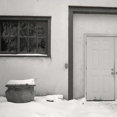 A simple door (.:Axle:.) Tags: niagaraonthelake ontario canada downtown urban town historic historicdowntown canadianhistory niagara newark winter snow offseason shawfestival hasselblad hasselblad500c slr 120 mediumformat 6x6 carlzeiss carlzeissplanar80mm128 ilford ilfordfp4 fp4 asa125 kodak kodakd76 d76 stock bw blackwhite gossenlunasixf epsonv700 adobephotoshopcc film filmphotography squareformat believeinfilm filmisalive filmisnotdead fp4party
