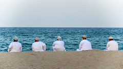 Men in white - Men of Oman (ruben garrido lopez) Tags: viajes oman playa beach mascate muscat hombres men nikond5100 meninwhite