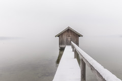 snow covered jetty (hjuengst) Tags: stegen ammersee bavaria bayern hütte hut schnee snow lake see mist misty fog foggy neblig