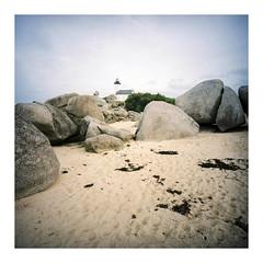 Pointe de Pontusval, September 2016 (dreifachzucker) Tags: istillshootfilm filmisnotdead believeinfilm 120 lomographylca120 lomo lca120 film c41 kodakportra160 analog analogue france frankreich pointedepontusval bretagne breizh bzh september24th2016 september 2016 autaut phare lighthouse