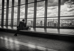 sky view lovers (Daz Smith) Tags: dazsmith fujixt20 fuji xt20 andwhite city streetphotography people candid portrait citylife thecity urban streets uk monochrome blancoynegro blackandwhite mono lovers kiss couple skygarden london rooftop garden