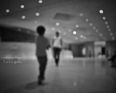 Age of enlightenment (Mister Blur) Tags: musée louvre museum age enlightenment raison century lights blur bokeh father son paris france blackandwhite bw museo desenfoque blancoynegro brian eno stars snapseed nikon d7100 hmbt happymonochromebokehthursday rubén rodrigo fotografía flicker blurry these european cities
