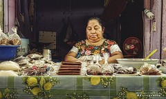 Mérida Mercado 4052 ch (Emilio Segura López) Tags: mestiza mérida mercado gente urbana yucatán méxico dulces tamarindo hipil