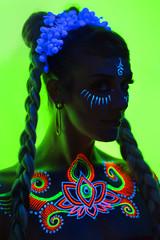 Jess BL R!_43 (Randy Poe) Tags: paige mason jes sounders randy poe black light paint uv lighting event henna art pretty woman dancer lovely locks braids eyes neckline electric ecliectic beauty