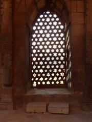 qutub minar window (kexi) Tags: delhi india asia qutubminar vertical window architecture shade islam muslim old ancient samsung wb690 february 2017 light stone sandstone instantfave