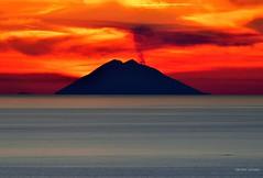 (Iddu') Stromboli Italy (Arcieri Saverio) Tags: calabria italy eolie isle vulcano volcan mare mer sunrise sunset sky red rouge rosso landscapes paesaggio sud meriodione italie iddu lipari volcanes