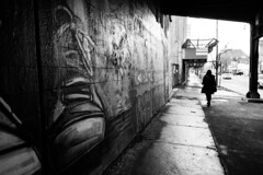 Shoes on Chicago (JN.RAF) Tags: fuji xt20 fujifilm chicago graffiti street