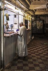 Tanger -pollería (Joaquín Mª Crespo) Tags: viajes marruecos tanger medina morocco markets zoco people fuji fujixseries fujix100t fujistas lensculture callejeo streetphoto street streephotgraphy