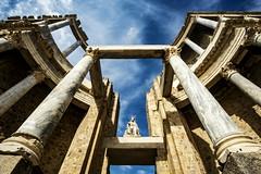 El teatro romano de Mérida (Nebelkuss) Tags: mérida teatro thatre roma romanos romans latino latin ruinasyyacimientos ruinas ruins fujixt1 samyang12f2