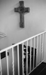 "sans titre (Sailing ""Footprints: Real to Reel"" (Ronn ashore)) Tags: girl child church religion christianity cross bw blackandwhite nikonf3 50mmzeissplanarf14 people primelens 50mm analog film"